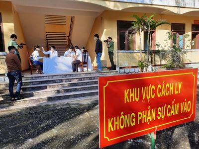 Hà Nội cách ly một gia đình 5 người trở về từ huyện Bình Xuyên, Vĩnh Phúc - ảnh 1