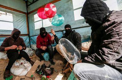 Tin tức quân sự mới nóng nhất ngày 15/2: Tấn công bằng bóng bay mang vật liệu nổ tái hiện ở Dải Gaza - ảnh 1