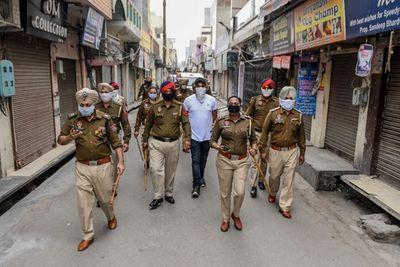 Bất ngờ trước cách cảnh sát Ấn Độ phạt người vi phạm lệnh phong tỏa - ảnh 1