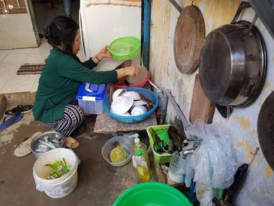 Cảm phục người phụ nữ nuôi hơn 20 công nhân thất nghiệp do dịch Covid-19 - ảnh 1