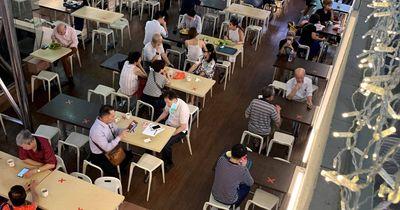 """Chống dịch Covid-19 """"một mình một kiểu"""", Singapore đối mặt nguy cơ """"vỡ trận""""? - ảnh 1"""