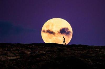 Siêu trăng hồng lớn nhất năm 2020 sắp xuất hiện  - ảnh 1