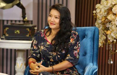 Con gái diễn viên Kiều Trinh từng bỏ học hai tuần vì mẹ đóng cảnh nóng - ảnh 1