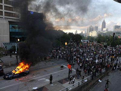 Bạo loạn nghiêm trọng tại Mỹ: Nhà Trắng cảnh báo các nhân viên che giấu lộ trình đi làm  - ảnh 1