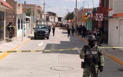 Xả súng kinh hoàng tại Mexico, hàng chục người thiệt mạng - ảnh 1