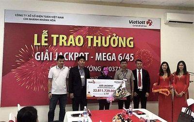 Trao hơn 22 tỷ đồng cho người phụ nữ may mắn trúng Vietlott tại Đắk Lắk - ảnh 1