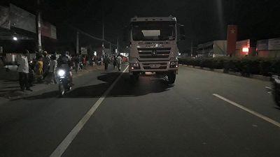 Bình Dương: Va chạm với xe bồn, nam du khách nước ngoài tử vong - ảnh 1