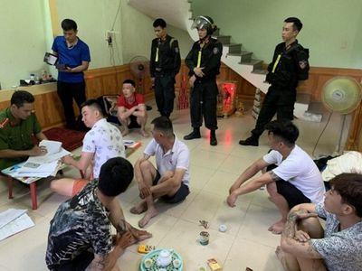 """Quảng Bình: Hàng trăm chiến sĩ đột kích điểm """"tín dụng đen"""" khiến 500 nạn nhân sập bẫy - ảnh 1"""