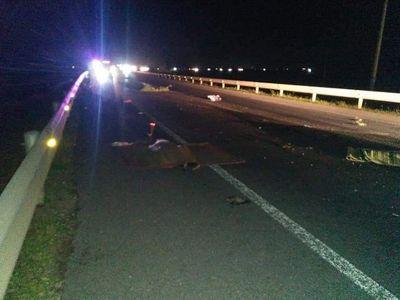Tin tức tai nạn giao thông mới nhất hôm nay 17/10/2019: Va chạm ô tô, vợ chồng và con trai chết thảm - ảnh 1