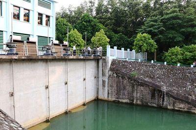 Hòa Bình chỉ đạo điều tra vụ đổ trộm dầu thải gây ô nhiễm nguồn nước - ảnh 1