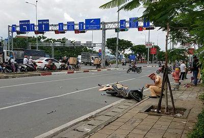 Tin tức tai nạn giao thông mới nhất hôm nay 19/10/2019: Va chạm xe bồn, 4 người gia đình thương vong - ảnh 1