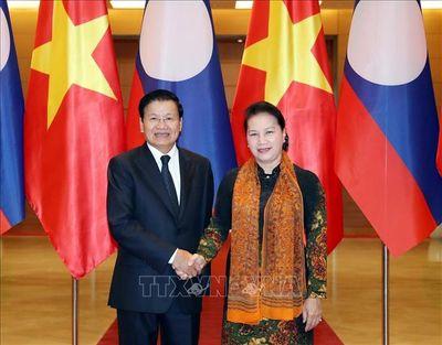 Chủ tịch Quốc hội Nguyễn Thị Kim Ngân hội kiến Thủ tướng Lào Thongloun Sisoulith - ảnh 1
