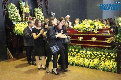 Người thân khóc nghẹn tại tang lễ Thứ trưởng bộ GD-ĐT Lê Hải An - ảnh 1