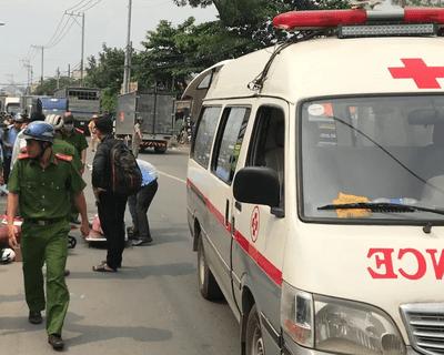 TP.HCM: Tránh xe máy lao ra từ trong hẻm, người phụ nữ bị xe tải cán tử vong - ảnh 1