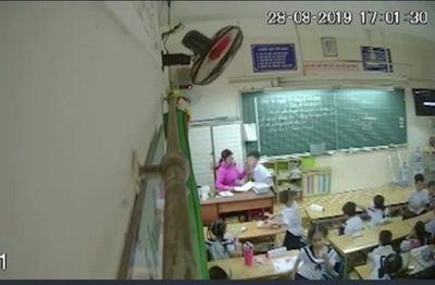 Vụ cô giáo đánh mắng, véo tai hàng loạt học sinh ở TP.HCM: Đình chỉ công tác nữ giáo viên - ảnh 1