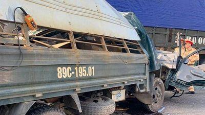 """Đồng Nai: Đi lấn làn đường, xe khách tông """"bay"""" xe tải xuống mương nước - ảnh 1"""