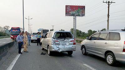 Tin tức tai nạn giao thông mới nhất hôm nay 22/11/2019: Va chạm xe liên hoàn trên cao tốc - ảnh 1
