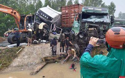Tin tức tai nạn giao thông mới nhất hôm nay 28/11/2019: Truy đuổi tài xế gây tai nạn xong bỏ chạy - ảnh 1