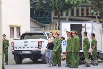 """Mẹ nữ sinh giao gà cùng """"trùm"""" Vì Văn Toán xuất hiện trước tòa - ảnh 1"""