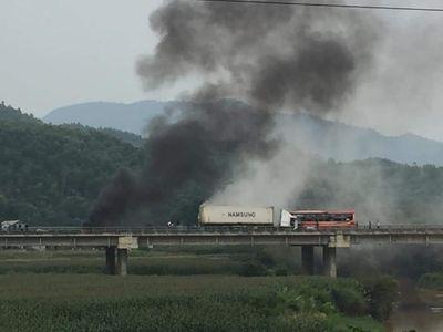 Tin tức tai nạn giao thông mới nhất hôm nay 30/11/2019: Tai nạn liên hoàn trên Xa lộ Hà Nội - ảnh 1