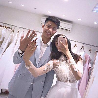 Bạn gái tung ảnh cưới giấu mặt chú rể, người hâm mộ vẫn gửi lời chúc tới cầu thủ Phan Văn Đức - ảnh 1