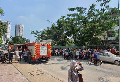 TP.HCM: Cháy căn hộ tầng 12 chung cư, người dân hoảng hốt tháo chạy - ảnh 1