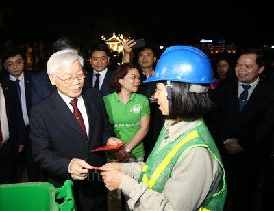 Tổng Bí thư, Chủ tịch nước Nguyễn Phú Trọng dâng hương tại chùa Trấn Quốc và chúc Tết nhân dân - ảnh 1