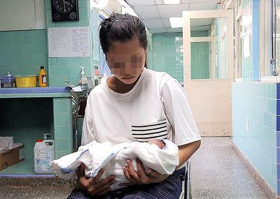 Vụ nữ sinh lớp 10 sinh con trong ký túc xá: Thầy hiệu trưởng đưa ra thông tin bất ngờ - ảnh 1