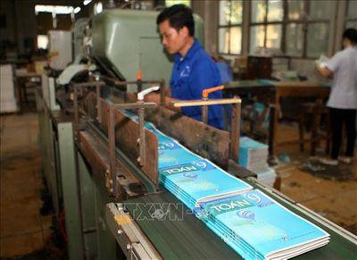 Tăng giá sách giáo khoa năm học 2019 – 2020: Nhà xuất bản Giáo dục Việt Nam lý giải nguyên nhân - ảnh 1
