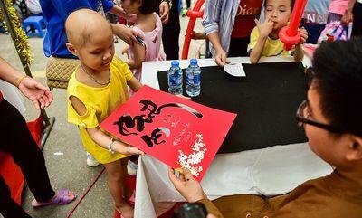 """Những hình ảnh xúc động trong chương trình """"Ngày hội của bé"""" tại Bệnh viện Nhi Trung ương - ảnh 1"""