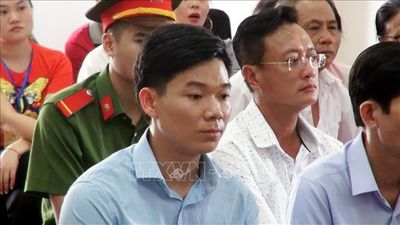 Xét xử vụ chạy thận 9 người chết ở Hòa Bình: Làm rõ công văn mật của Bộ Y tế - ảnh 1
