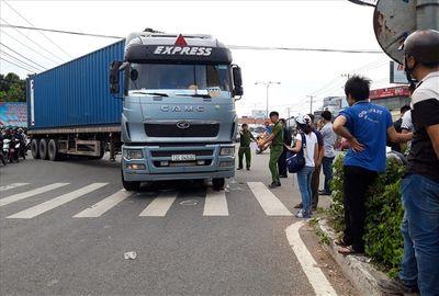 Tin tức tai nạn giao thông mới nhất hôm nay 16/6/2019: Xe tải bị tàu hỏa đâm, tài xế nguy kịch - ảnh 1