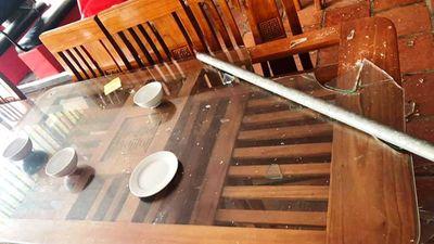 Vụ xô xát, đập phá nhà hàng ở biển Hải Tiến: Nghi do mâu thuẫn trong kinh doanh - ảnh 1