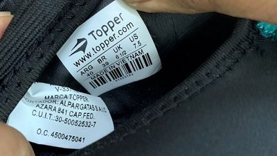 Hải Phòng: Container giày thể thao nhập từ Trung Quốc mang Made in Việt Nam - ảnh 1