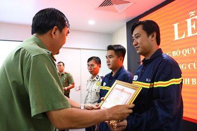 Bình Dương: Khen thưởng Đội PCCC giải cứu hai cha con suýt chết đuối dưới ống cống - ảnh 1