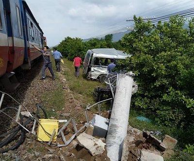 """Tổng công ty Đường sắt Việt Nam: """"Hãy dừng lại quan sát trước khi qua đường ngang"""" - ảnh 1"""