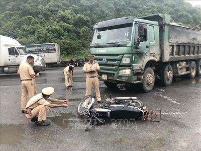 Tin tức tai nạn giao thông mới nhất hôm nay 21/8/2019: Hai xe đầu kéo tông trực diện trên Quốc lộ 48 - ảnh 1