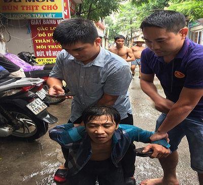 Hà Nội: Hai đại úy công an truy bắt, khống chế tên cướp giữa đường - ảnh 1