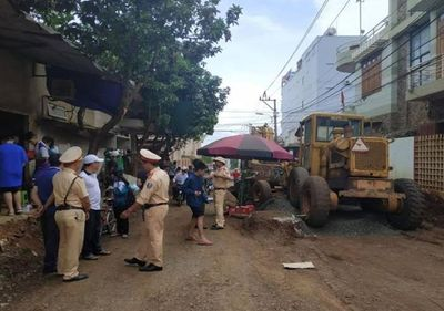 Tin tức tai nạn giao thông mới nhất hôm nay 29/8/2019: Trung tá công an bị xe ủi cán tử vong - ảnh 1