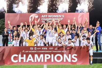 Thủ tướng Nguyễn Xuân Phúc chúc mừng đội tuyển bóng đá nữ Việt Nam - ảnh 1