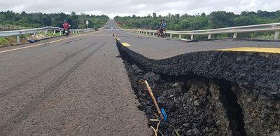 Vụ đường 250 tỷ sụt lún nghiêm trọng: Tạm dừng phân công công tác 2 lãnh đạo - ảnh 1