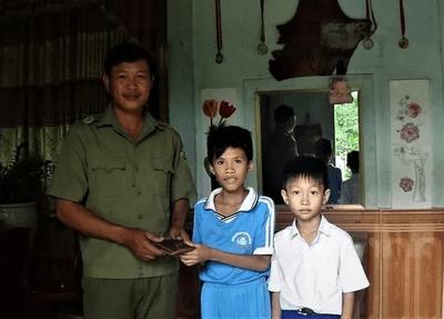Quảng Trị: Khen thưởng hai học sinh nhặt được hơn 16 triệu đồng trả lại người mất - ảnh 1