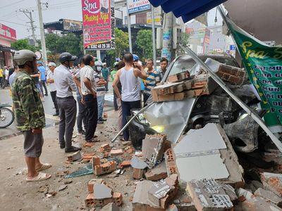 Tin tức tai nạn giao thông mới nhất hôm nay 14/9/2019: Người dân phá cửa cứu sống 26 người gặp nạn - ảnh 1