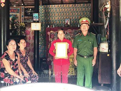 Thăng cấp bậc quân hàm cho chiến sĩ hy sinh khi cứu người gặp nạn - ảnh 1