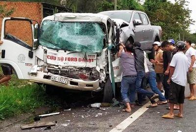 Tin tức tai nạn giao thông mới nhất hôm nay 9/9/2019: Xe cứu hộ tông xe tải, tài xế trọng thương - ảnh 1