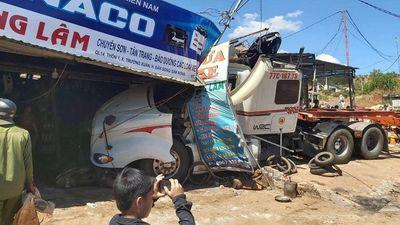 Tai nạn liên hoàn giữa 5 phương tiện,QL14 ách tắc nhiều giờ đồng hồ - ảnh 1