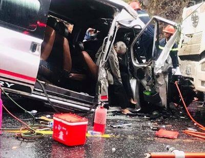 Thừa Thiên - Huế: Tai nạn kinh hoàng giữa 2 xe khách và xe đầu kéo, 6 người thương vong - ảnh 1
