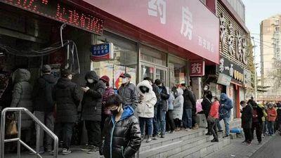 Choáng vì cảnh người dân nhiều nước châu Á xếp hàng dài chờ mua khẩu trang - ảnh 1
