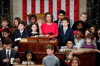 Chủ tịch Hạ viện Nancy Pelosi: Người phụ nữ quyền lực nhất chính trường Mỹ - ảnh 1