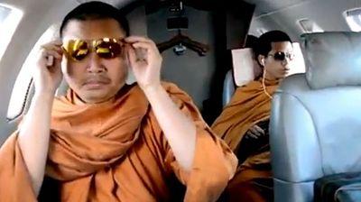 Cuộc sống xa hoa của nhà sư ăn chơi nhất Thái Lan và án tù 130 năm vì rửa tiền, lạm dụng tình dục - ảnh 1